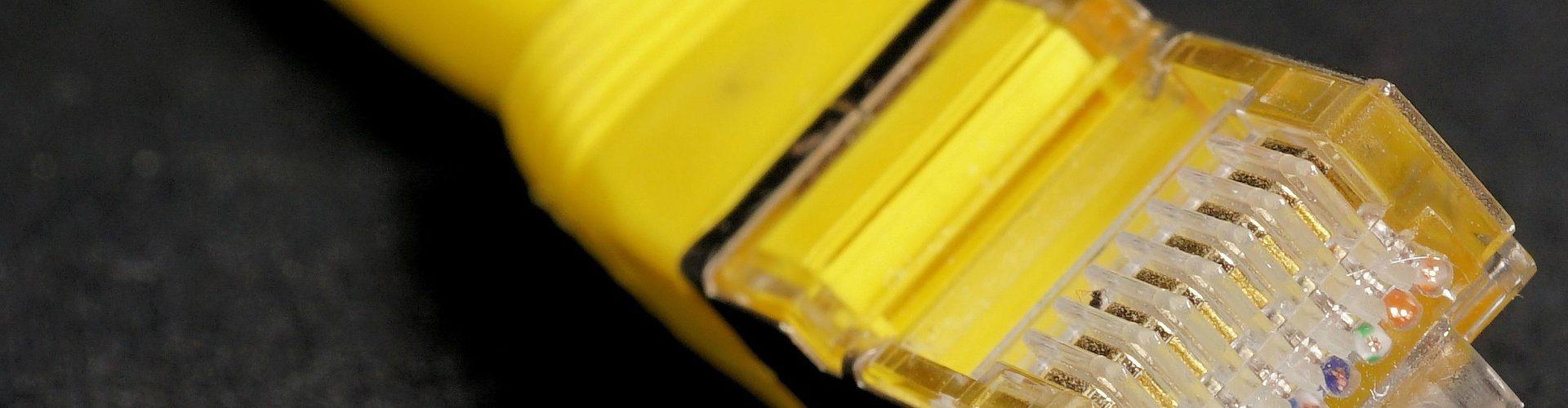 internet-cable-reseau-ethernet-jaune