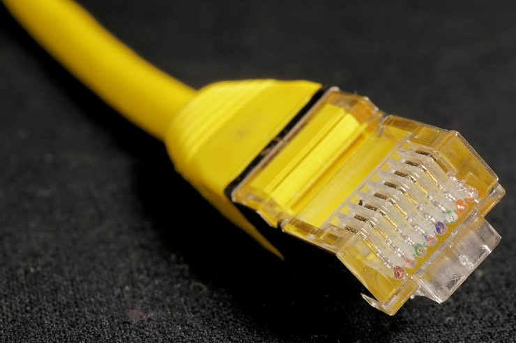 internet-cable-reseau-ethernet-jaune